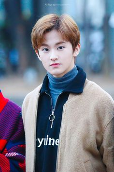 A girl who texted the wrong number by accident asking for her sweatshirt back and threatening them with spoons. Mark Lee, Winwin, Taeyong, Jaehyun, Kpop, Ntc Dream, Nct 127 Mark, Lee Min Hyung, Johnny Seo