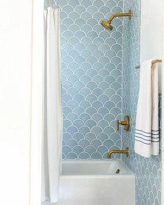 Detalhes do revestimento de um banheiro na cor azul! Investir em revestimento…