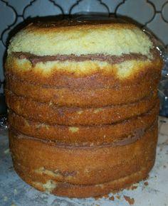 Als Grundlage für diese Motivtorte habe ich drei kleine Wunderkuchen ( hier gehts zum Rezept ) in einer Backform mit 20cm Durchmesser geb...