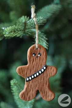 As huge Star Wars fans we love these cinnamon Chewbacca ornaments! With this step-by-step tutorial they are easy to make with the kids. Star Wars Christmas Tree, Disney Christmas, Diy Christmas Ornaments, Homemade Christmas, Winter Christmas, Holiday Crafts, Holiday Fun, Christmas Holidays, Star Wars Christmas Decorations