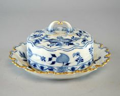 Meissen onion pattern butter dish with cover 8in. : Lot 868