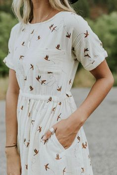 Women's Dresses - Casual Outfit Ideas For Women Modest Dresses, Casual Dresses, Casual Outfits, Simple Dresses, Romantic Dresses, Casual Clothes, Mode Outfits, Fashion Outfits, Woman Outfits