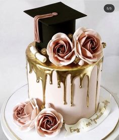 Option would replace black hat with blue, make the cake a lighter blue color . Option would replace black hat with blue, make the cake a lighter blue color and do the roses & tassel in yel Graduation Cake Designs, College Graduation Cakes, Graduation Party Desserts, Graduation Party Planning, Graduation Cupcakes, Graduation Celebration, Pink Graduation Party, Graduation Decorations, Grad Parties