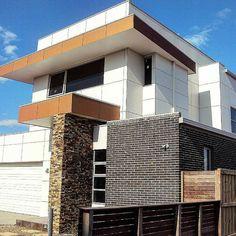 Loving this cladding job by using Scyon Matrix. Looking crisp Australian Architecture, Architecture Design, Modern Homes, Mid-century Modern, Interior Cladding, House Renos, Bricks, Carpentry, Exterior Design