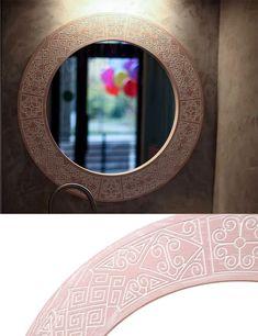 В качестве этнического рисунка за основу взят наш самый популярный принт PAPUA, но адаптированный под окружность. Mirror, Frame, Home Decor, Picture Frame, Decoration Home, Room Decor, Mirrors, Frames, Home Interior Design