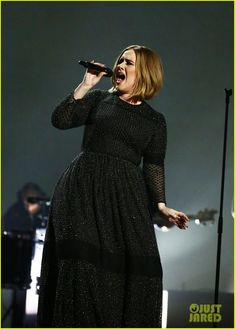 Adele Gets Short Haircut, Sings 'Hello' at 'X Factor' Finale (Video): Photo Adele shows off her new short hair while belting out on stage during her performance on The X Factor UK finale on Sunday (December in London, England. Adele Love, Adele Style, Adele Haircut, Short Haircut, Sparkly Gown, Black White Fashion, Curvy Outfits, Street Chic, Fit Women