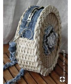 Best 12 Boho Crochet Bags – how to make your own OOAK bag – MotherBunch Crochet – SkillOfKing.Mochila bag with circle handles – ArtofitPin by Alice on Kleidung No instructions; Crochet Handbags, Crochet Purses, Crochet Bags, Handmade Handbags, Handmade Bags, Wicker Purse, Diy Purse, Basket Bag, Denim Bag