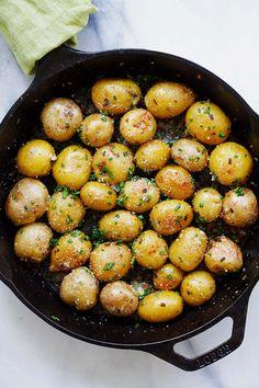Garlic Chive Butter Roasted PotatoesFollow for recipesGet your  Mein Blog: Alles rund um die Themen Genuss & Geschmack  Kochen Backen Braten Vorspeisen Hauptgerichte und Desserts