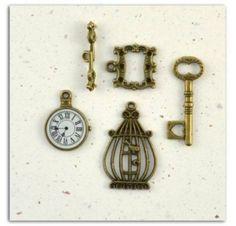 Embellissements métal - Toga - 4 Breloques vintage Embellissements bois métal résine, papiers, peinture etc...