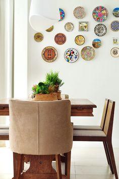 Coleções definem a decoração deste apartamento