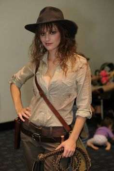 female Indiana Jones - would be cool to go to Disney in a similar outfit, on one of their Dapper Days. you'd HAVE to go to the Hollywood Studios Indiana Jones stunt show Girl Costumes, Cosplay Costumes, Costume Ideas, Cosplay Ideas, 50s Costume, Vampire Costumes, Awesome Costumes, Hippie Costume, Cosplay Diy