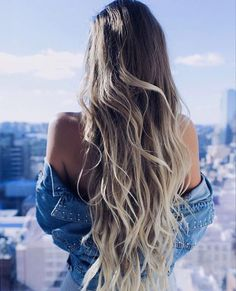 Wow, can you say hair goals??  Beautiful @alexcentomo is rocking her #ashblondeluxyhair in effortless waves  Tag a bestie who would love this look ⤵️ #luxyhairlove