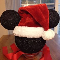 We have never officially had a real Christmas tree topper. So I made one and naturally since we are crazy about Disney it involves Mickey Mouse. :-) it's just three Styrofoam balls spray-painted black and a Santa hat Mickey Mouse Christmas Tree, Diy Christmas Tree Topper, Diy Tree Topper, Disney Christmas Decorations, Black Christmas Trees, Decoration Christmas, Christmas Mom, Xmas Tree, Christmas Ideas