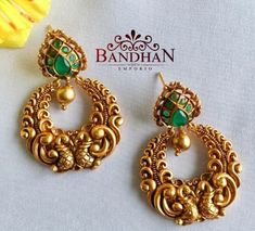 Gold Jhumka Earrings, Gold Earrings Designs, Gold Jewellery Design, Antique Earrings, Indian Gold Jewellery, Designer Jewellery, Bridal Jewellery, Designer Earrings, Ring Earrings
