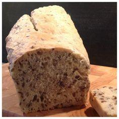 Ich hab's getan! Schon das zweite Mal innerhalb einer Woche! Ich meine, Brot gebacken: Erst ein köstliches Olivenbrot a'la Titatoni. Und dann erinnerte ich mich eines Rezepts für ein superschnelles...