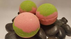 This Dragon fruit and pear scented bath bomb is 4.5 oz of exotic goodness! Handmade to order to ensure freshness and maximum fizz. This bath bomb will bring the exotic getaway to your home. The exotic dragonfruit mixed with the fresh pear is one to awake the senses.  WHAT IS IN IT? -Baking Soda and Citric Acid (non-gmo) : Creates the amazing fizzing action! -Corn Starch: Makes the water soft and silky and surprisingly has amazing benefits for your skin! -Epsom Salt: Eases sore muscles and…