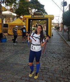 Trekking pole. O uso de bastão de caminhada (bastão de corrida, trekking pole) durante uma prova é válido? Vale a pena correr com bastões? Qual a vantagem de correr com bastões. Uso de bastão de corrida durante a prova de trail run P4UER da Ultra Runners.