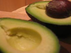 avocado a metà