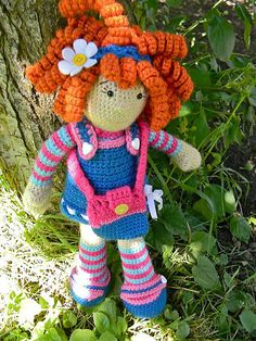 Ravelry: emosback's Molly's Dolly Example of a doll, free pdf linked to page ♡ Crochet Doll Clothes, Sewing Dolls, Crochet Dolls, Crochet Granny, Knit Crochet, Ballerina Cupcakes, Granny Square Blanket, Amigurumi Doll, Crochet Patterns