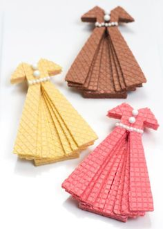 Sugar Wafer Dress Cookies. These are too cool! Cute for a tea party or Mother's Day or ladies lunch or something fab!