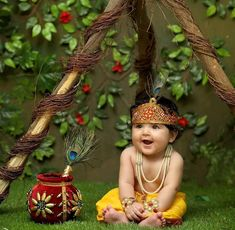 So cute PC dm fr credit and removal . Little Krishna, Baby Krishna, Baby Boy Pictures, Cute Baby Pictures, Baby Photo Books, Cute Baby Wallpaper, Baby Boy Dress, Indian Baby, Photoshoot Themes