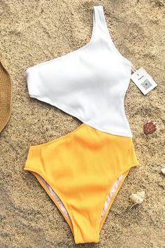 Shop the hottest styles in women's one-piece swimsuits at Cupshe - now on sale! From the beach to the pool, find the hottest one-piece swimsuits and more here. Bikini Babes, Bikini Sets, Vs Bikini, Bandeau Bikini, Bikini Swimwear, Tankini, Bikini Beach, Sporty Swimwear, Retro Swimwear