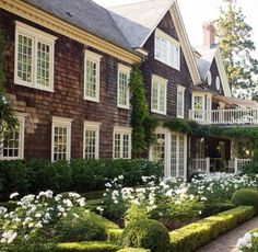 🌳Oh my heavens!🌳This stunning and sublime, Southampton Shingle style is sensational and still speaking summer to me. All the lovely S… Hamptons House, The Hamptons, Southampton Beach, Michael Howard, Seaside Garden, Garden Oasis, South Hampton, Shingle Style Homes, Last Day Of Summer