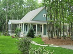 Small Cottage Plans With Screened Porch - Main entrance of a house should impress visitors and add an attractive sidewalk. Even a small house looks elegant Small Cottage House Plans, Small Cottage Homes, Cottage In The Woods, Cottage Living, Coastal Cottage, House In The Woods, Cottage Style, Tiny Homes, Coastal Farmhouse