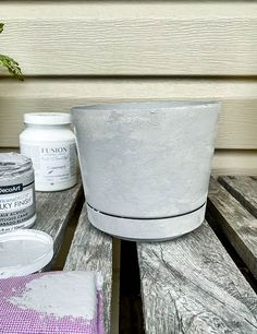 How to Paint Plastic to Look like concrete. The most inexpensive and easiest way to paint anything to look like concrete! Concrete Effect Paint, Painting Concrete, Diy Painting, Concrete Casting, Concrete Pots, Concrete Projects, Painted Flower Pots, Painted Vases, How To Make Paint