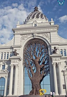 Giant Iron Tree Built In Russia's Ministry Of Agriculture To Cast Shadow Over Archway Giant Iron Tree Built In Russia's Ministry Of Agriculture To Cast Shadow Over Archway | Bored Panda<br> The Ministry of Agriculture's building in Kazan, the capital of Tatarstan in the Russian federation, is a magnificent work of eclectic architecture with a beautiful, massive wrought-iron tree that inspires pastoral agricultural images - and its construction was completed just a few years ago. The tree was… Art Et Architecture, Classical Architecture, Beautiful Architecture, Architecture Details, Russian Architecture, Ancient Architecture, Shadow Architecture, Contemporary Architecture, Contemporary Design