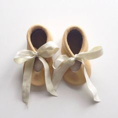 PLEASE, PLEASE, PLEASE measure your childs foot before ordering!!!    The Stitches&Soles features baby moccasins that not only provide comfort