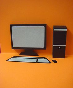 A pop up computer! I couldn't find a sample anywhere on how to make a pop up computer. Computer Theme, Computer Teacher, Computer Humor, Computer Programming, Computer Science, Diy Laptop, Family Birthdays, Pop Up Cards, Masculine Cards