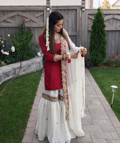 Off white gharara and red shirt Pakistani Bridal Dresses, Pakistani Wedding Dresses, Pakistani Dress Design, Indian Wedding Outfits, Pakistani Outfits, Indian Outfits, Pakistani Clothing, Bridal Lehenga, Dress Indian Style