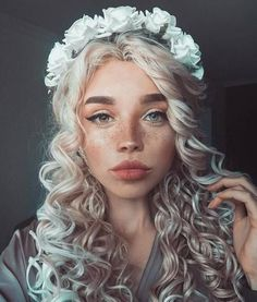 20 People Whose Magical Appearance Reminds Us The Real Definition Of Beauty - Pretty people - Girl Model Tips, Most Beautiful Faces, Beautiful Eyes, Most Beautiful People, Gorgeous Girl, Beautiful Pictures, Blonde Ombre, Blonde Curls, Long Curly Blonde Hair