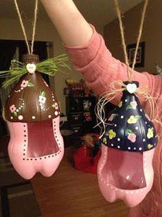 Faça este alimentador para pássaros de garrafa pet para o seu jardim (Foto: creativecraftnights.blogspot.ca)