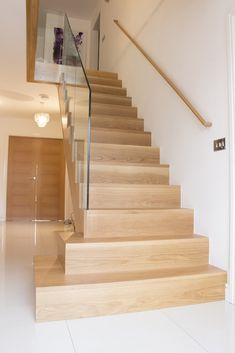 68 New Ideas stairs glass balustrade beautiful Modern Stair Railing, Stair Handrail, Staircase Railings, Banisters, Staircases, Oak Stairs, Glass Stairs, Stairs With Glass Balustrade, Home Stairs Design