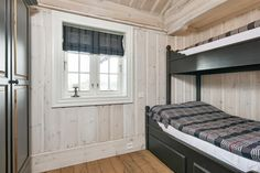 Innvendig stavlaft. Høy list nede og oppe Log Homes, Bunk Beds, Real Estate, Traditional, Building, Furniture, Home Decor, Chalets, Bedrooms