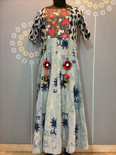 Women's Rayon Printed Dress Description: 1 Piece of Women's Dress Fabric: Rayon Size (In Inches): Length: Maxi Sleeve: Elbow Sleeve Type: Stitched Work: Printed DM us for price Indian Dresses, Indian Outfits, Cotton Kurties, Kurti Styles, Kurti Patterns, Ethnic Gown, Hippy Chic, Embroidery Dress, Blouse Designs