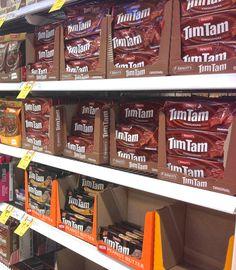 Souvenir Shopping an Australian Supermarket - Souvenir Finder Tim Tam, Australian Food, Visit Australia, Shopping, The Originals, Sydney, Sweets, Ads, Snacks
