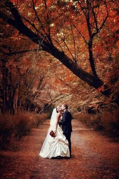 Fall wedding photos! I want a picture like this one!