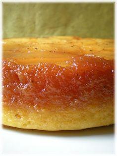 GATEAU RENVERSE AUX POIRES (Gâteau : 3 œufs, 150 g de sucre, 150 g de farine, 200 g de beurre, 1 c à s de vanille liquide) (CARAMEL : 150 g de sucre, 5 c à s d'eau) (GARNITURE : 3 poires, 1 gousse de vanille) - OU, AUTRE GATEAU : 4 œufs, poids des oeufs en sucre, poids des oeufs en farine, poids des oeufs en beurre, sel, 1 c à s de vanille liquide ou 1 gousse de vanille)