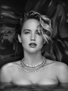 I find Jennifer,to be one of the best performers and I believe she will be as iconic as Marilyn Monroe ,Lauren Becall ,she is not perfect and that's very attractive in today's women. You Rock Jeniffer. Gal Gadot, Hollywood Celebrities, Hollywood Actresses, Le Style Jennifer Lawrence, X Men, Jenifer Lawrens, Jenniffer Lawrence, Happiness Therapy, The Hunger Games