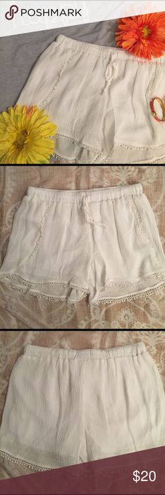 BNWT DRESSY LACED TRIMMED SHORTS These are absolutely amazing with any crop top or dress shirt or even a tshirt. They have a silk lining on the inside as you can see in the last pic also have draw string  and elastic around waist❤️NWT Shorts