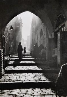 maynard owen williams. street scene. jerusalem, palestine, ca. 1930  (attropin)