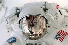 映画「ゼロ・グラビティ(原題:Gravity)」: NASA > 宇宙遊泳中のポール・リチャーズ宇宙飛行士