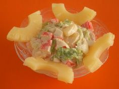 Ensalada de piña y cangrejo Tapas, Cantaloupe, Potato Salad, Menu, Potatoes, Fruit, Ethnic Recipes, Kitchen, Natural