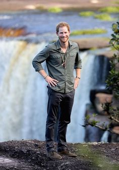 These Pictures of Prince Harry Standing on the Edge of a Giant Waterfall Will Stress You Out Prince Harry Photos, Pictures Of Prince, Prince William And Harry, Prince Harry And Megan, Prince Henry, Harry And Meghan, Albert Windsor, Harry Windsor, Hot Hot Picture