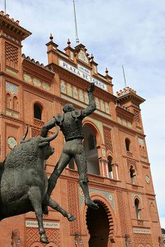 Plaza de Toros, Madrid, been here, but didn't see the bull fight. Troy and Wayne did. Oh The Places You'll Go, Places To Travel, Places To Visit, Travel Around The World, Around The Worlds, Foto Madrid, Madrid Travel, Valence, Spanish Culture