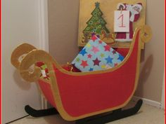 Tuto traineau du père Noël en carton Santa Sleigh, Toy Chest, Christmas Decorations, Xmas, Kawaii, Animation, Homemade, Activities, Artwork