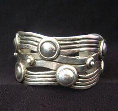 William Spratling vintage Taxco silver cuff ref: Silver Huntress Gems Jewelry, Jewelry Art, Jewelery, Fine Jewelry, Jewelry Design, Clean Gold Jewelry, Black Gold Jewelry, Vintage Silver Jewelry, Sterling Silver Jewelry
